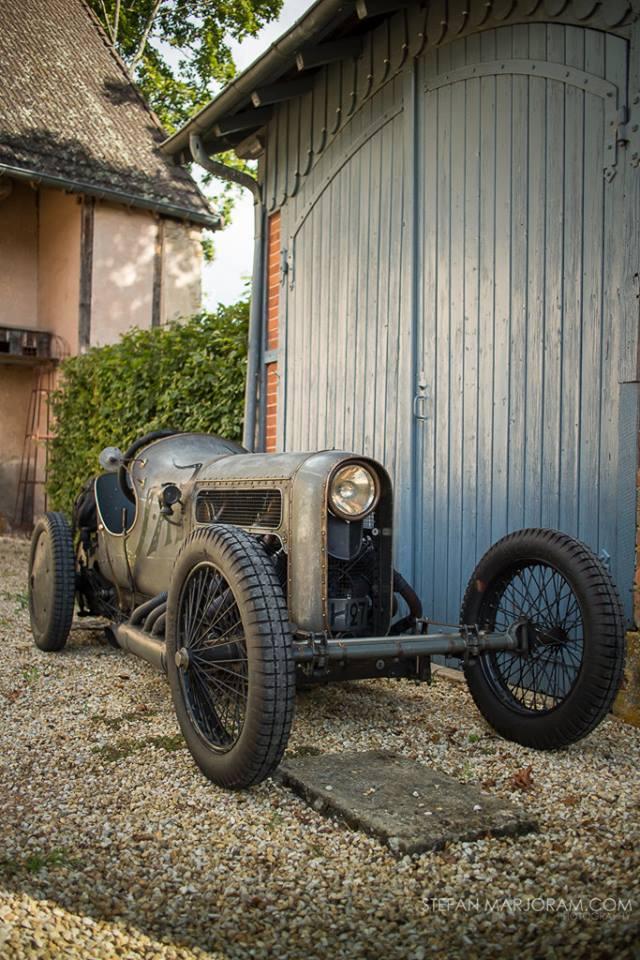 满满的复古-裸露的V8?
